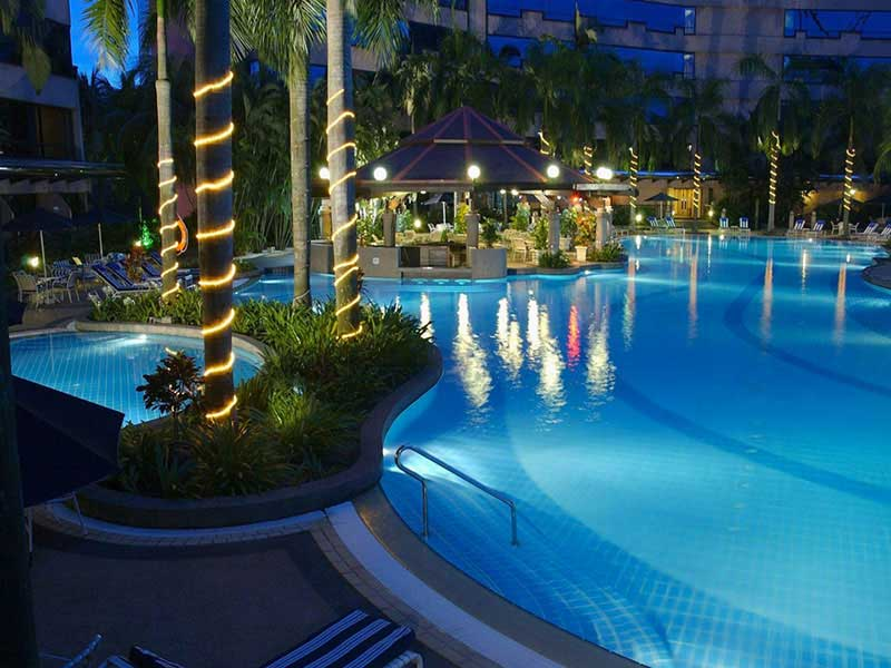 Renaissance kuala lumpur hotel h tel 5 toiles kuala for Renaissance piscine