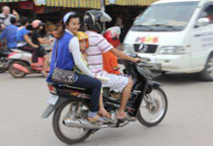 Louer un moto une voiture en asie © Post Hit Press